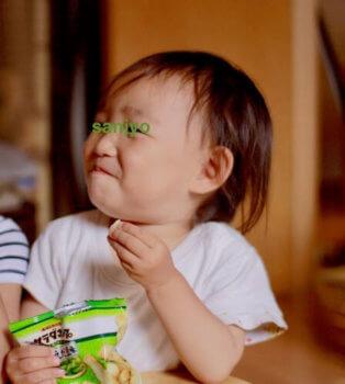 サラダホープを食べる子ども