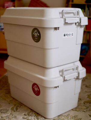 積み重ねた無印良品の頑丈収納ボックス