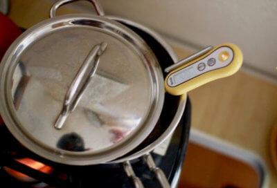 鍋で甘酒を作る画像