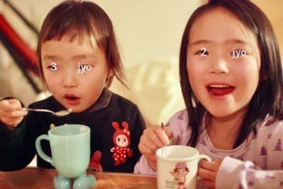 甘酒を飲む子供達
