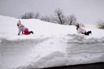 えちごかわぐち雪洞火ぼたる祭雪遊びの子供