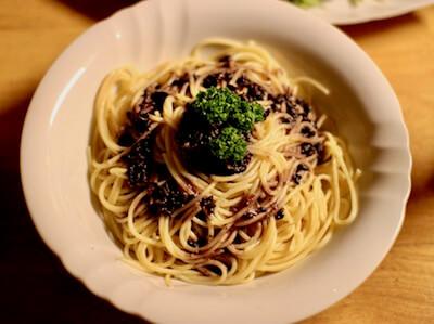 黒米を使ったパスタ料理