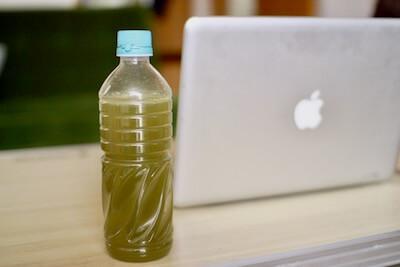 モリンガ茶のペットボトル