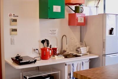 広い共有スペースにあるキッチン