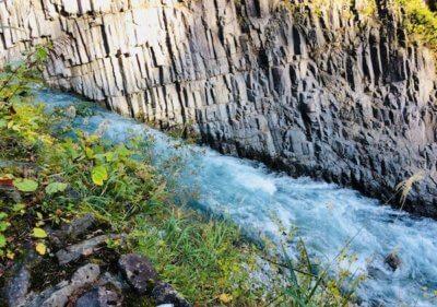 柱状節理と清津川