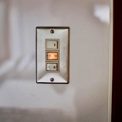 壁に設置したスイッチ