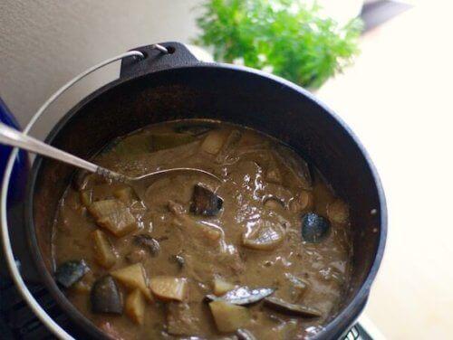 ダッチオーブンでカレー