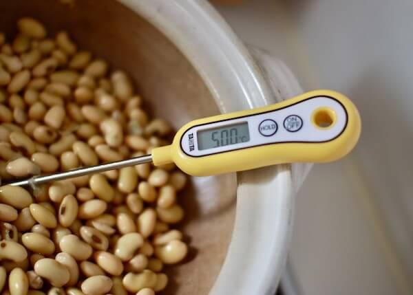 50度まで冷ました大豆